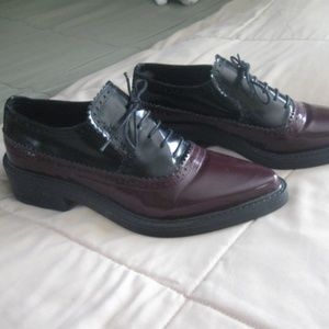 Zara Woman Black/Burgundy Patent Pointed Toe Shoes